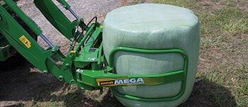 Mega Soft Hands Bale Clamp: Even clamping pressure avoids overstretching balage wrap.