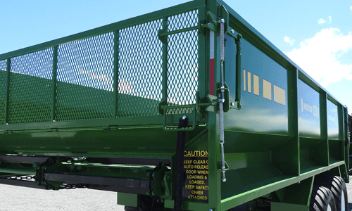 Hustler SF2000 Silage Wagon - auto release tail door
