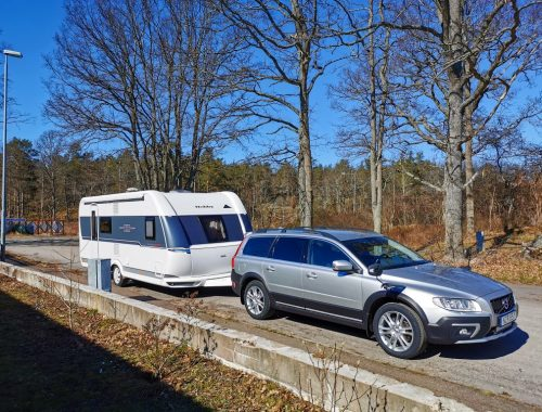 Bil och husvagn