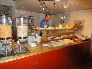 All the food set out, Den Norske Turistforening (DNT) at Rondvassbu Hut, hut2hut operational profile