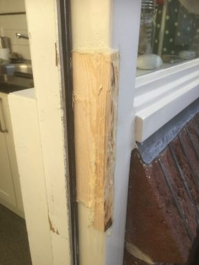Gat opgevuld met hout en 2 componenten vulmiddel