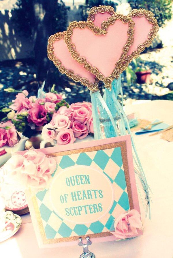 queen of hearts scepters