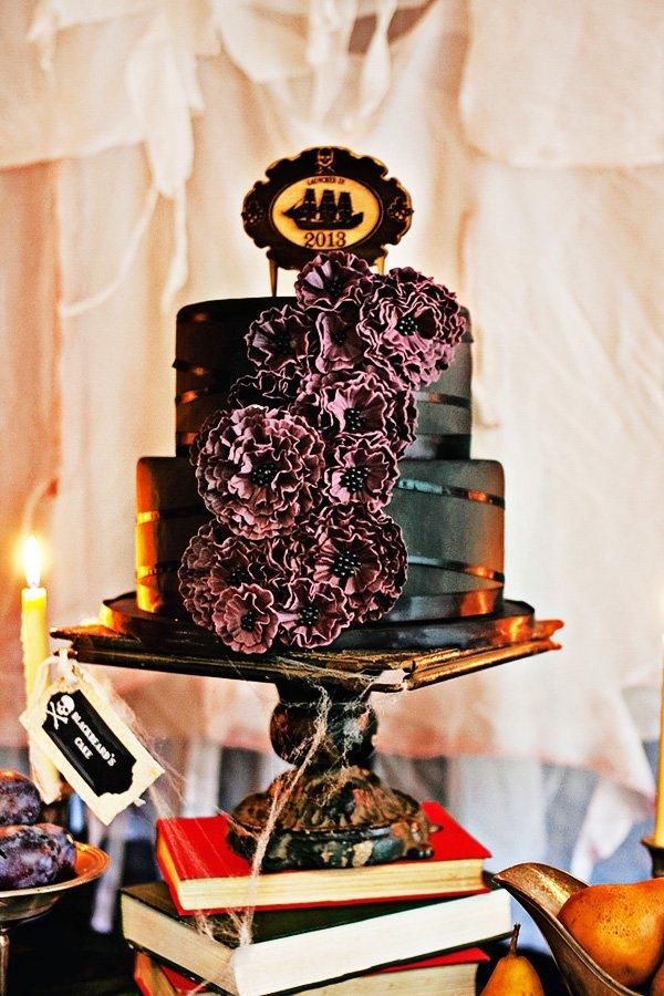 black eerie cake