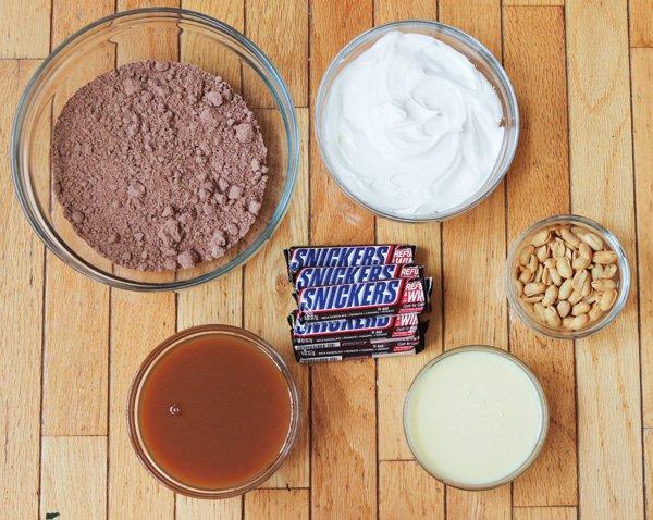 chocolate cake recipe supplies
