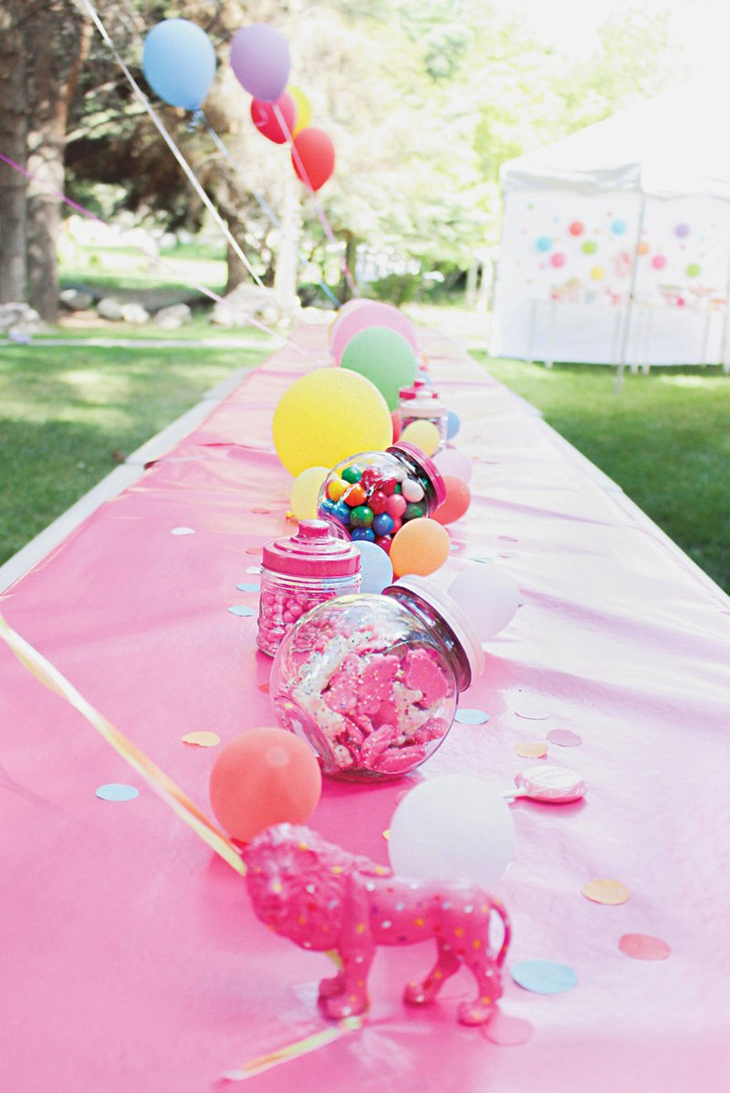 pink circus birthday party tablescape decor