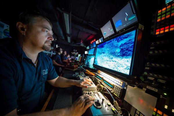 Figure 3: Mise au point de la caméra de la caméra ROV HD principale. (Gracieuseté: NOAA Office of Ocean Exploration and Research, 2016 Deepwater Exploration of the Marianas)