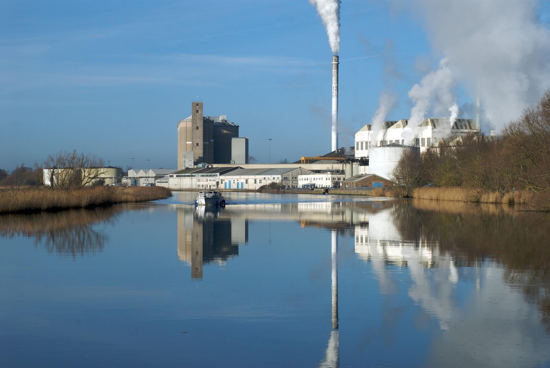 tratamiento y mantenimiento del agua en calderas de vapor industriales