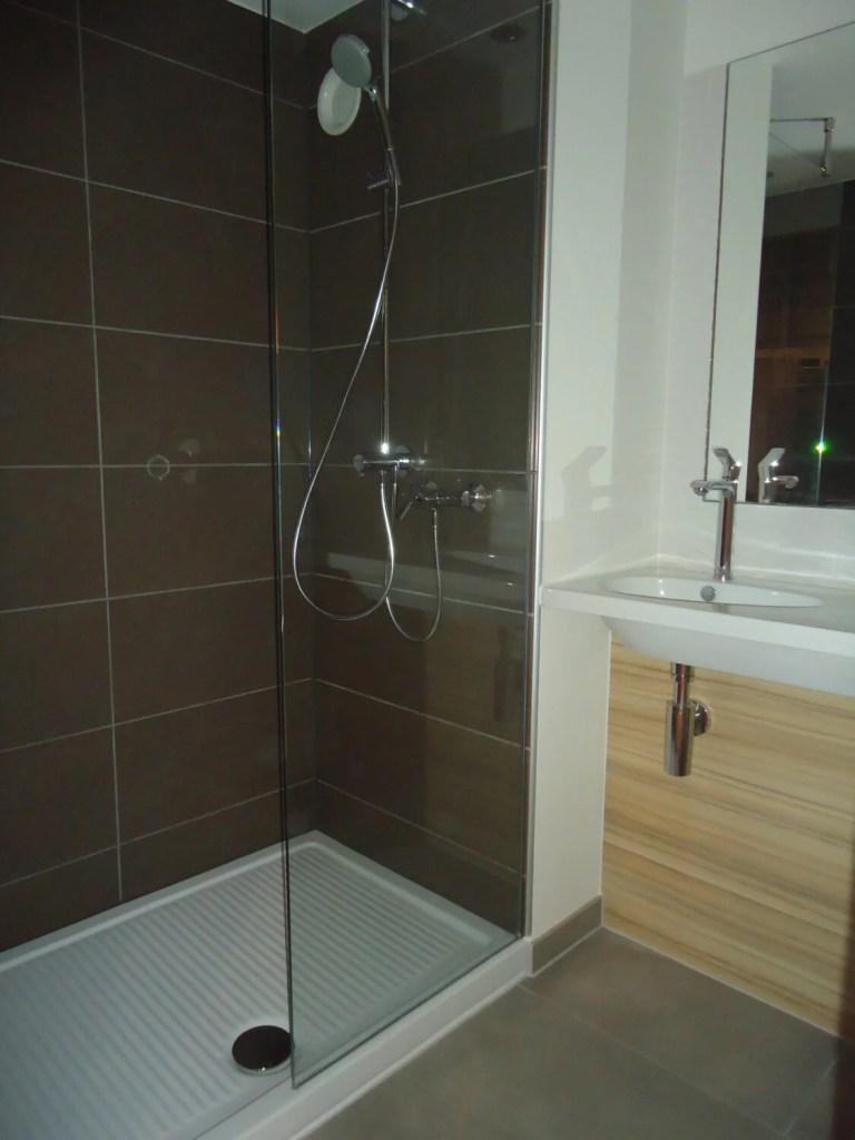 Shower in Campanile Bordeaux Ouest Hotel