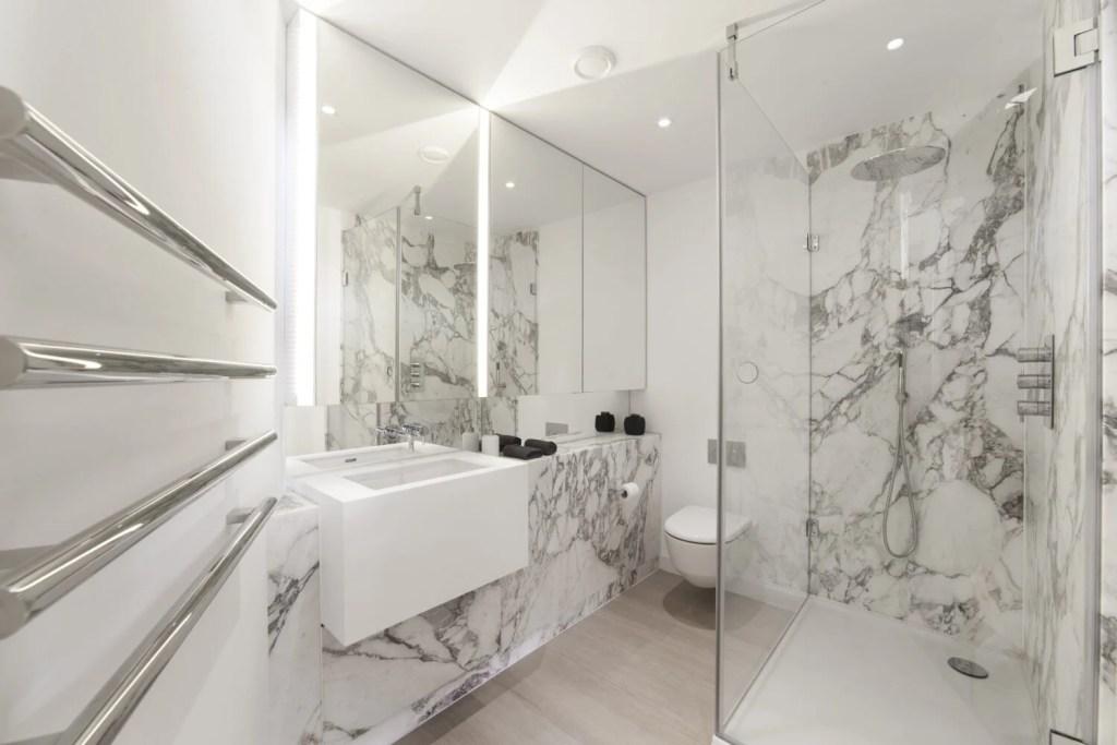 Bathroom in Greenwich Peninsula Flat