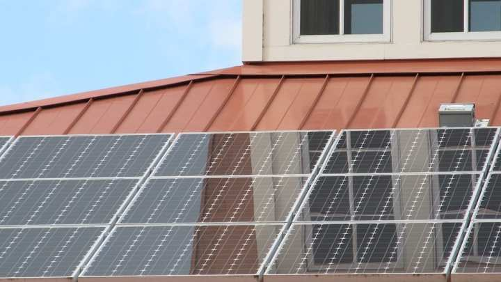 Rooftop solar energy powers Tesla Model 3 in Canada