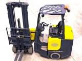 fuel cell forklifts - Forklift on floor