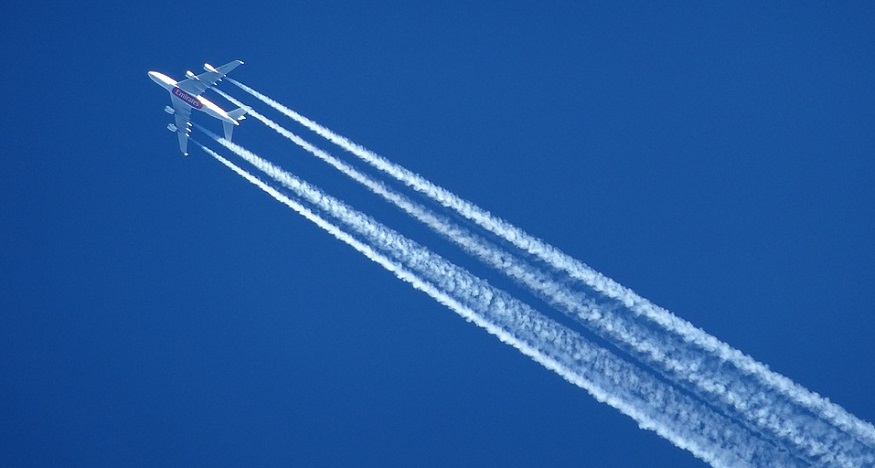 Aircraft contrail climate impact could be slashed by more than half with altitude change