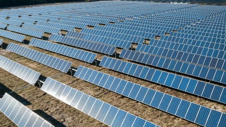 Streamlined Trunk-Bus Architecture Accelerates Solar Farm Installation