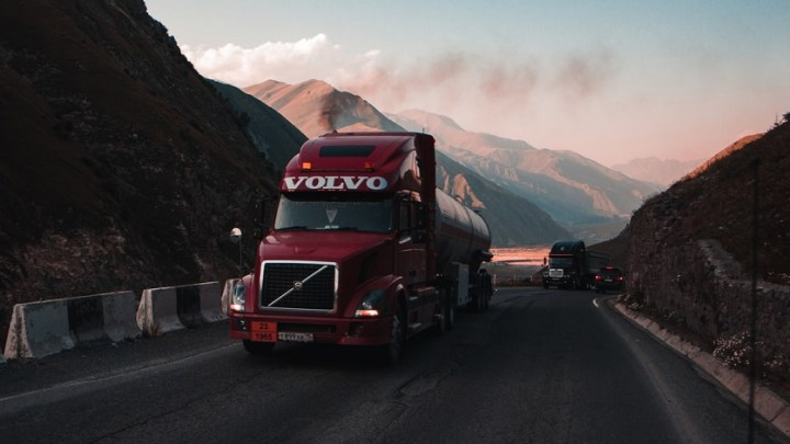 Volvo and Daimler Truck work together on heavy-duty truck fuel cells