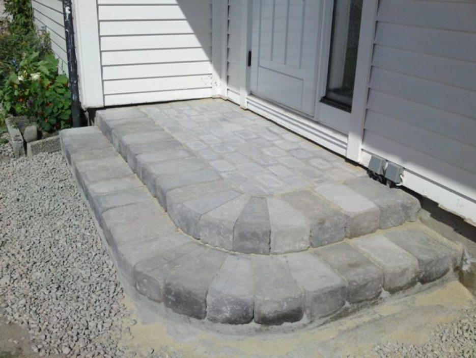 Ferdig med muringen/støpingen av trappen