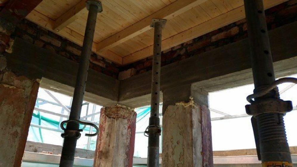 Støpt nye betongdragere over vinduer i karnapp