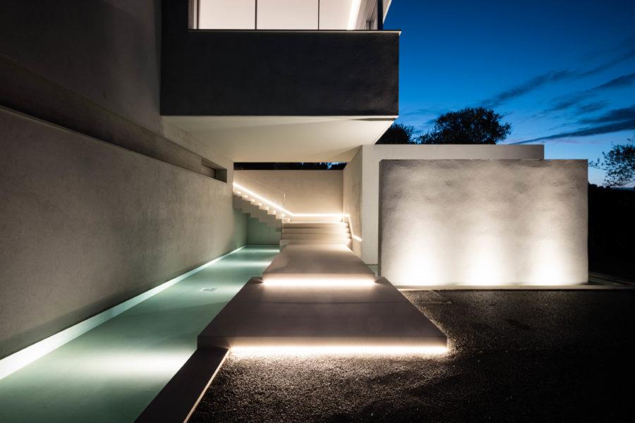 Villa de luxe avec fenêtres minimalistes Hyline