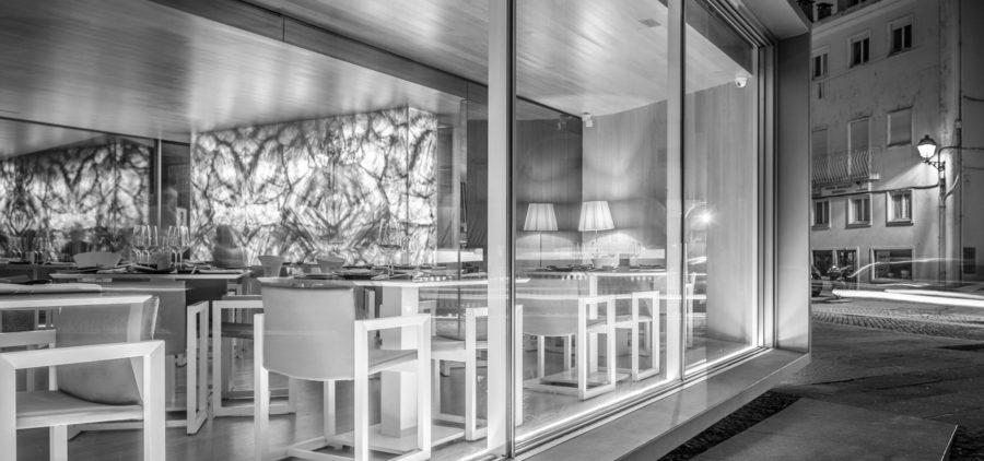 Fenêtre minimaliste hyline pour restaurant