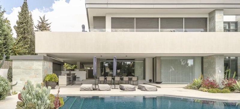 villa avec des baies minimalistes innovantes hyline