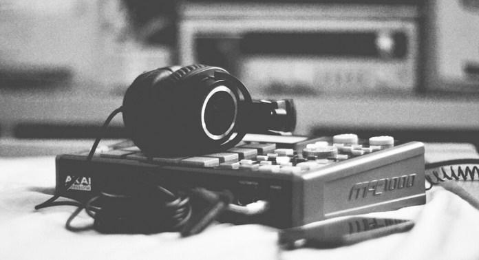 Write Song Lyrics-1
