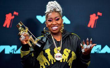 Missy Elliott Loses Diamond Neckless