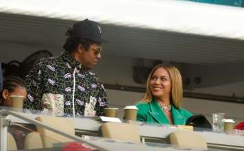 Beyoncé and Jay-Z Sit