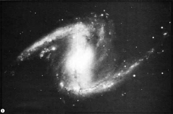 Около половины спиральных галактик обладают перемычкой ...