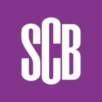 SCB:s logotyp i lila
