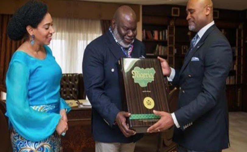Adefarasin presents Bishop T.D. Jakes with Souvenir to mark his Igbo descent