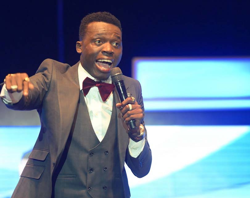 Video: Akpororo calls out Bobrisky while speaking about gays during comedy show