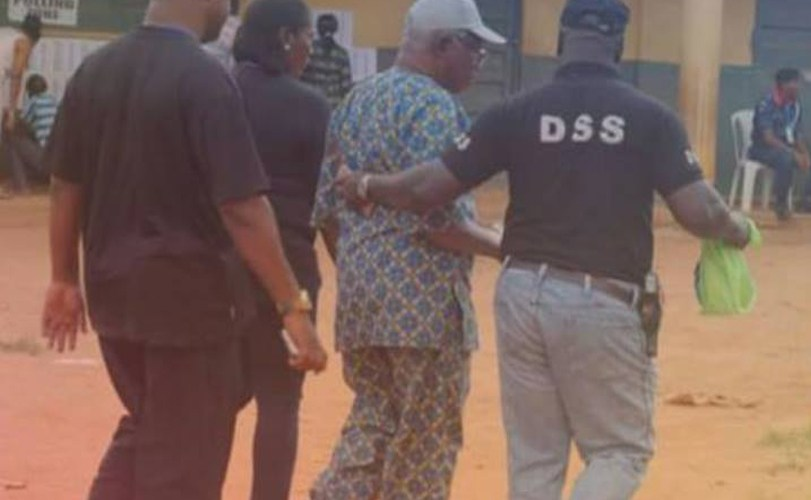 Man Arrested By Security Operatives While Trying To Buy Votes During Anambra Election