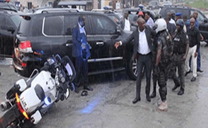 Video: Wike escapes death as Amaechi's aides attack convoy