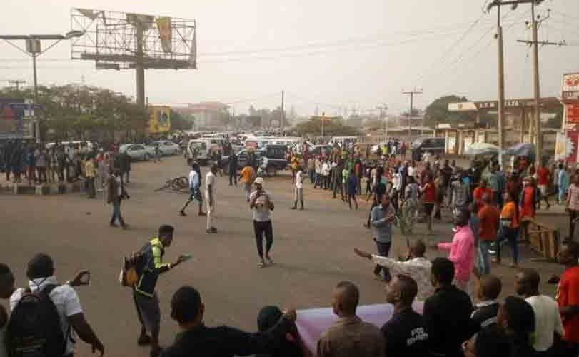 Benue varsity students mount barricades, protest against tuition fees hike