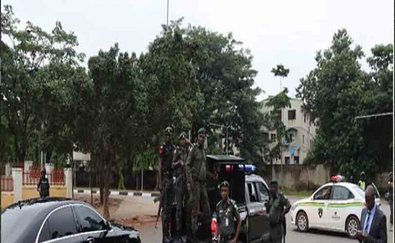 Drama As Police, DSS Lay Siege To Saraki, Ekweremadu's Homes