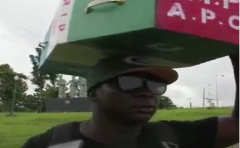 Man Who Trekked To Abuja To Celebrate Buhari's Victory, Returns With APC Casket On His Head (Photos)