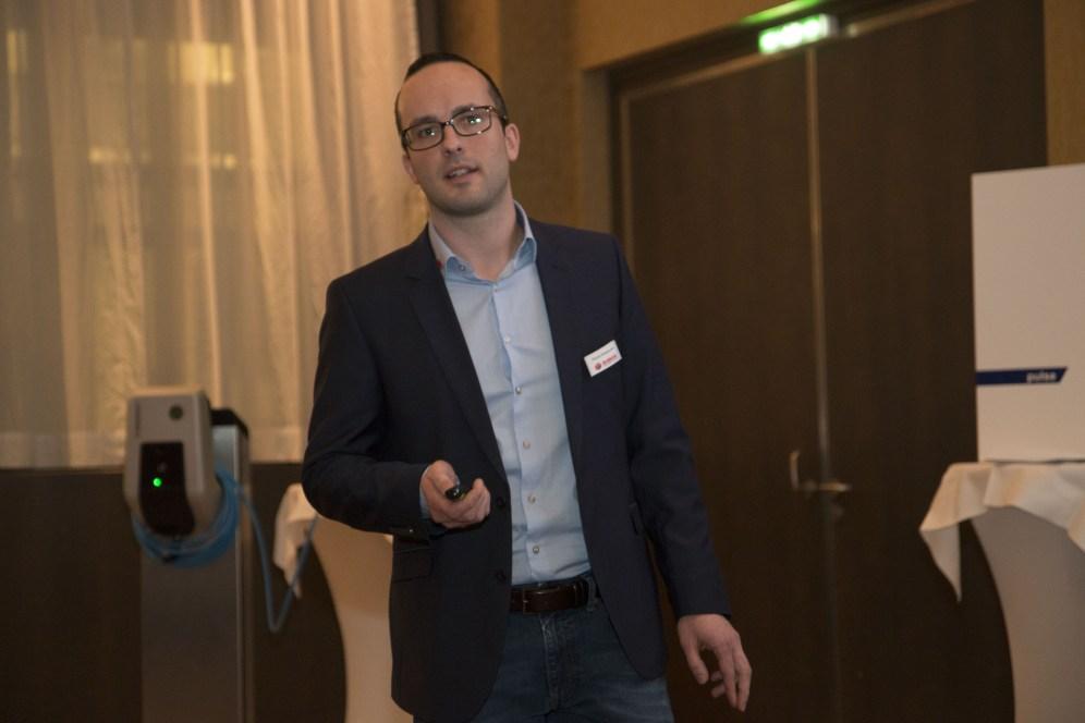Ing. Florian Nussbaumer wies die Gäste der Roadshow darauf hin, dass bei Siblik alleine 15 Mitarbeiter ausschließlich für erneuerbare Energie-Themen zuständig sind.