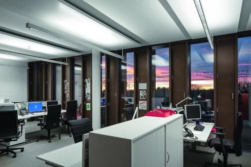 Bei der Arbeitsplatzbelichtung spielten Nachhaltigkeit und gestalterisch-konstruktive Aspekte eine Rolle. (Bild: HG Esch Photography)
