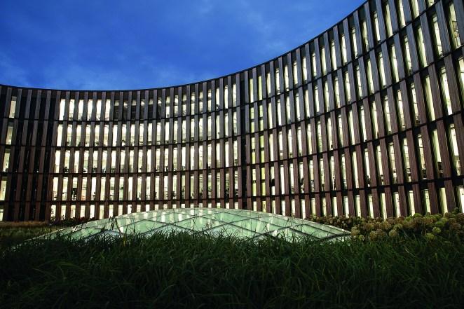 Deutschlands erstes Netto-Plusenergie-Verwaltungsgebäude wurde mit dem Balthasar Neumann Preis sowie dem Deutschen Nachhaltigkeitspreis 2019 ausgezeichnet. (Bild: HG Esch Photography)