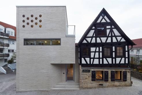 Alt- und Neubau stehen im Kontrast zueinander. (Bild: Oliver Rieger)