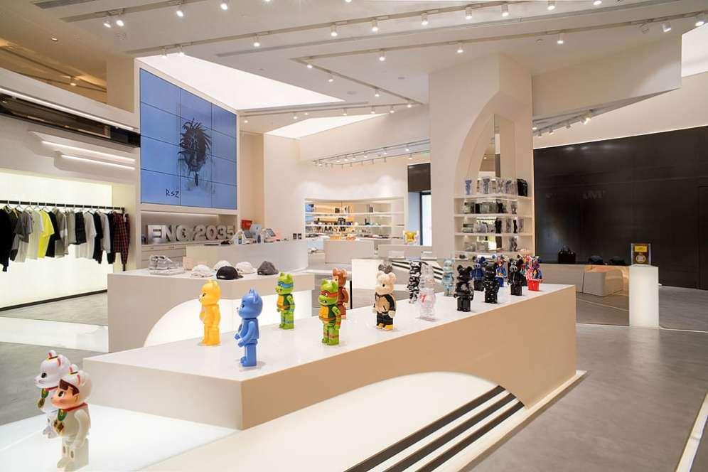 ENG Fashion Shop podium