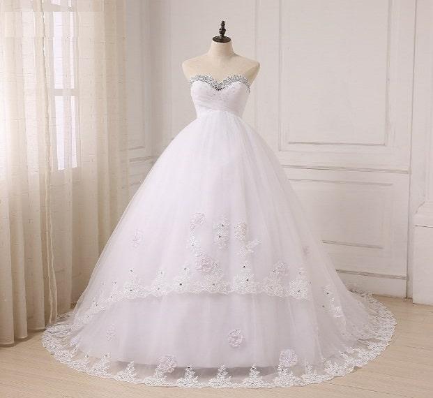 تفسير حلم لبس الفستان الأبيض بدون عريس للعزباء
