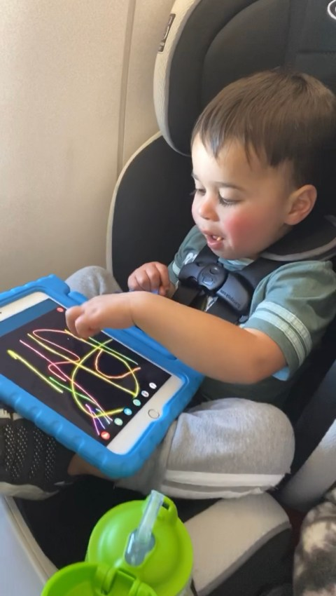 Are your kids bad fliers? Fear not, I'm sharing 10 tips for entertaining toddlers who hate to fly!