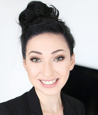 Headshot of Aria Alexander