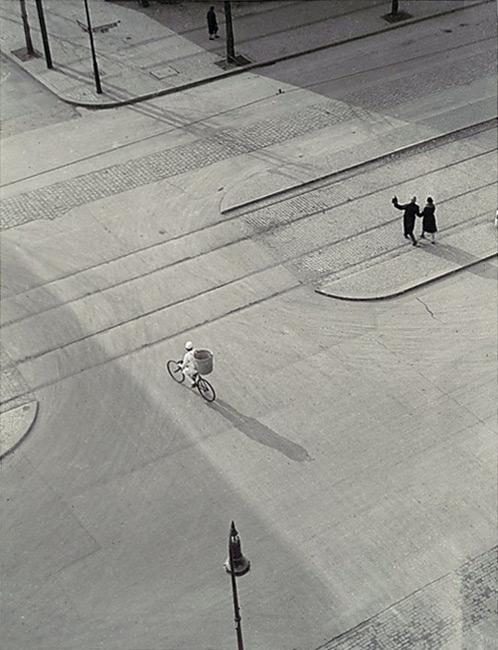 7am x Laszlo Moholy-Nagy