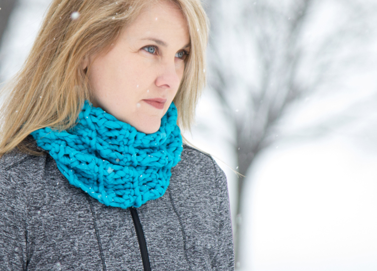 Free Crochet Scarf Patterns featured by top US sewing blog, Flamingo Toes: chunky crochet cowl