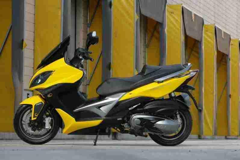 KYMCO Xciting 400i for 2012 02 IAMABIKER