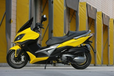 KYMCO Xciting 400i for 2012 02 IAMABIKER