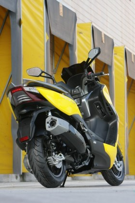 KYMCO Xciting 400i for 2012 03 IAMABIKER