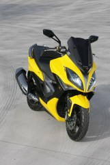 KYMCO Xciting 400i for 2012 04 IAMABIKER