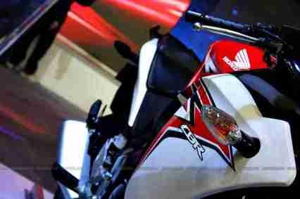 CBR 150R Auto Expo 2012 03